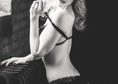 black-lace_t20_NQ68Jr